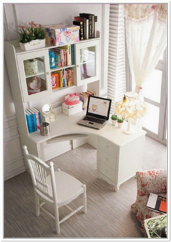 Письменный стол для девочки: как выбрать