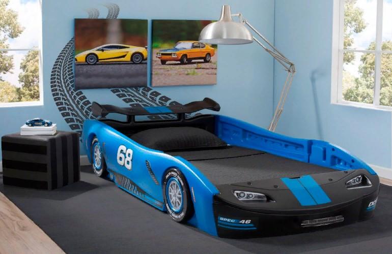 Кровать для мальчика в виде машины: особенности выбора