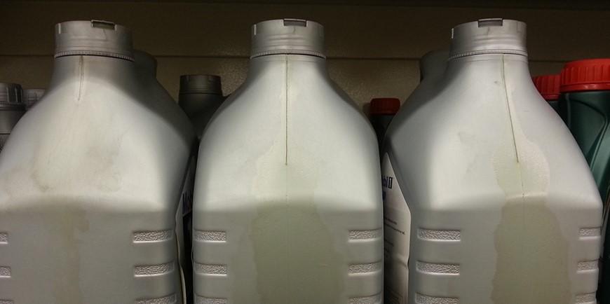 Можно ли отличить настоящее моторное масло от подделки еще в магазине