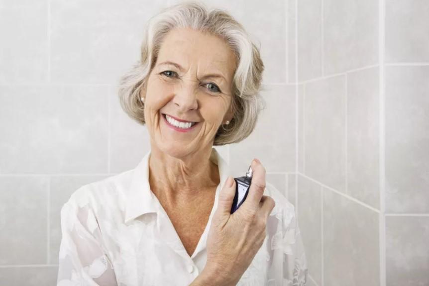 10 ароматов для женщин после 50 лет: как выбрать и носить