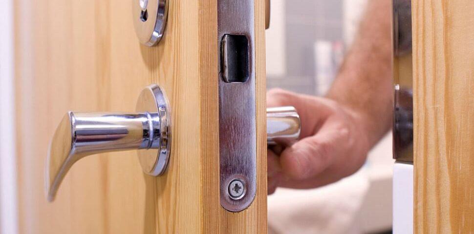 Что делать, если захлопнулась дверь?