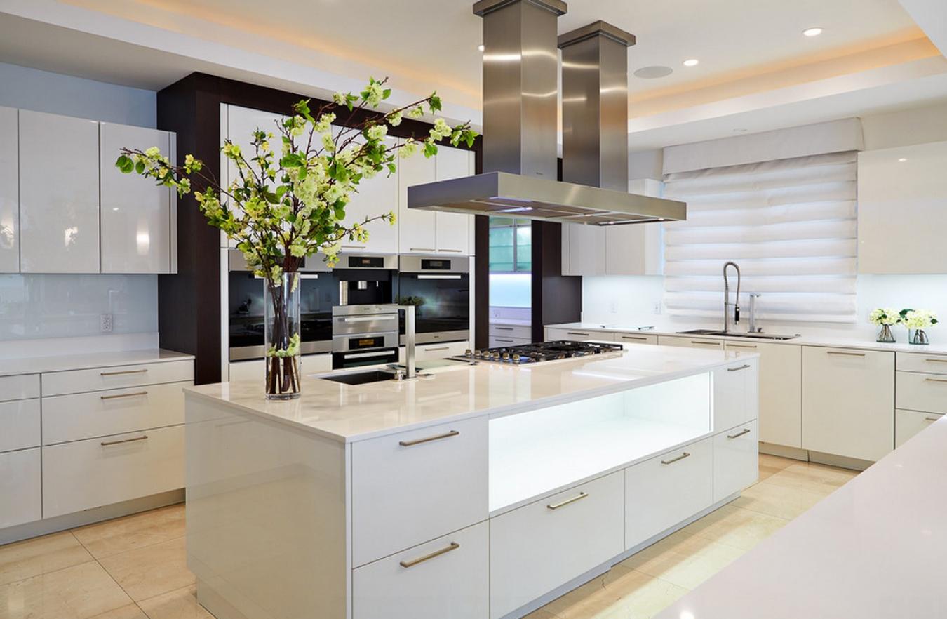 Выбор мебели для кухни в стиле хай-тек