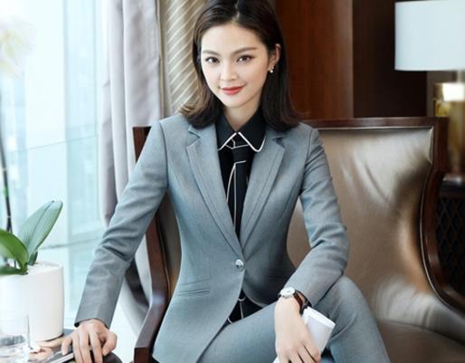 Ткань и цвет при выборе делового женского костюма