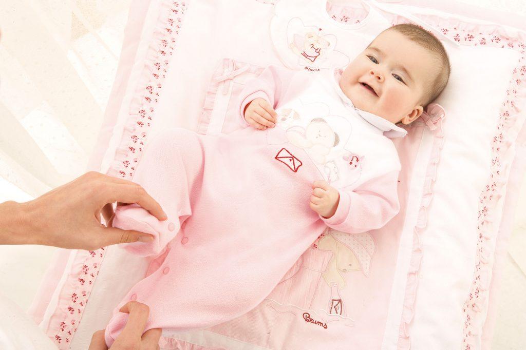 Как правильно выбирать одежду для младенца?