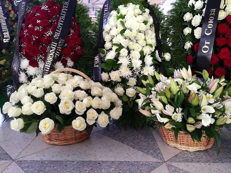 Живые венки для похорон