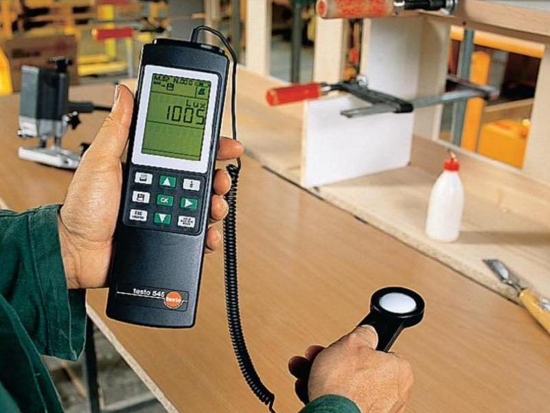 Измерение постоянного магнитного поля на рабочих местах