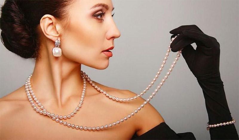 На чем акцентировать внимание при выборе украшений на шею